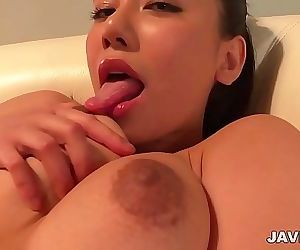 Asian amateur girl shows off..